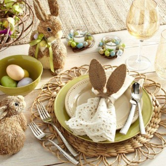 Amazing Bright And Colorful Easter Table Decoration Ideas 12