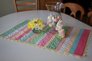 Amazing Bright And Colorful Easter Table Decoration Ideas 21