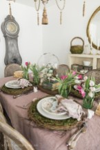 Amazing Bright And Colorful Easter Table Decoration Ideas 25