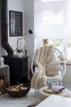 Best Winter Living Room Makeover Ideas 19