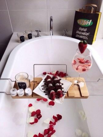Cute Bathroom Decoration Ideas With Valentine Theme 04