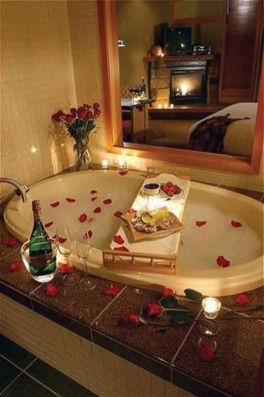 Cute Bathroom Decoration Ideas With Valentine Theme 46