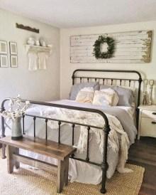 Gorgeous Guest Bedroom Decoration Ideas 32