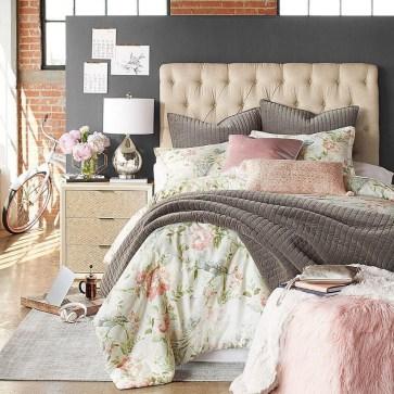 Lovely Valentine Master Bedroom Decor Ideas 16
