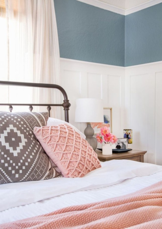 Lovely Valentine Master Bedroom Decor Ideas 30
