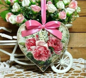 Romantic Valentine Home Decoration Ideas To Warm Your Relationship 39