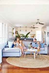 Stunning Coastal Living Room Decoration Ideas 01