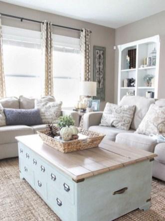Stunning Coastal Living Room Decoration Ideas 07