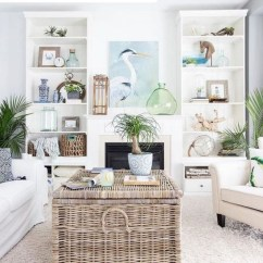 Stunning Coastal Living Room Decoration Ideas 08