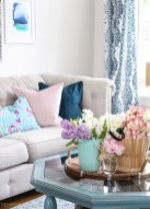 Stunning Spring Living Room Decor Ideas To Refresh Your Mind 25