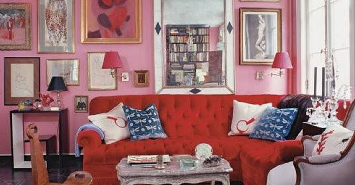 Sweet Living Room Decor Ideas With Red Color For Valentines Day 35