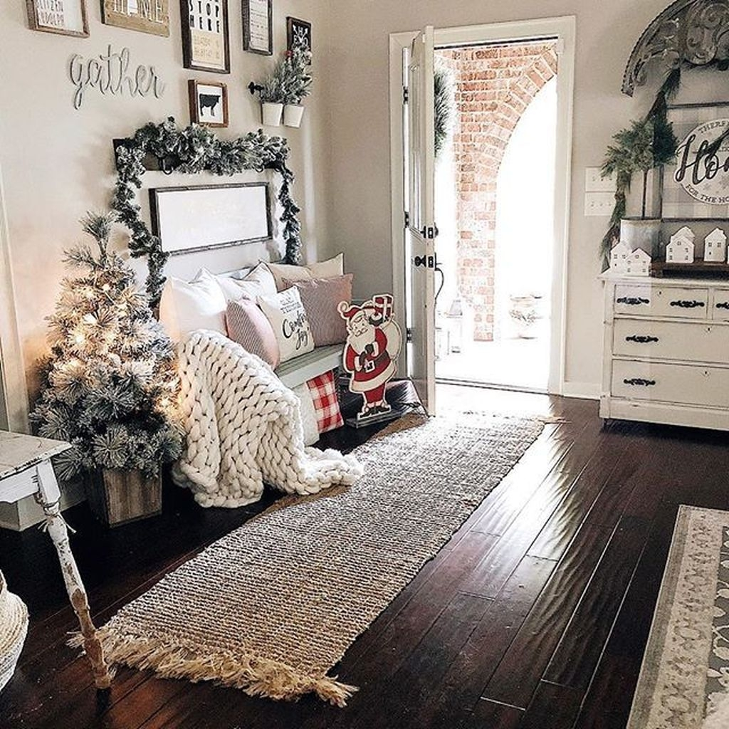 The Best Winter Entryway Decor Ideas 23