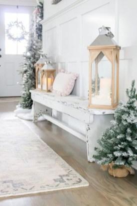 The Best Winter Entryway Decor Ideas 24