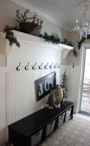 The Best Winter Entryway Decor Ideas 31