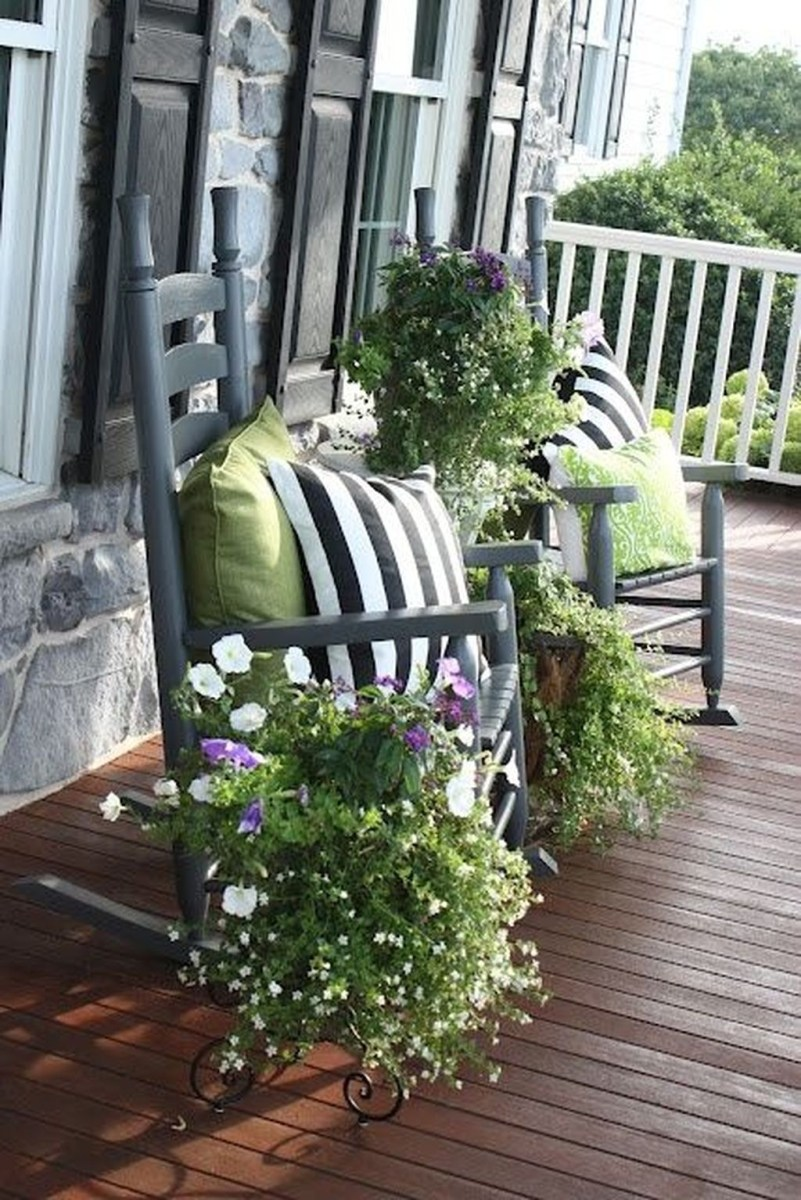 Stunning Spring Front Porch Decoration Ideas 08