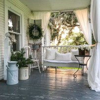Stunning Spring Front Porch Decoration Ideas 22