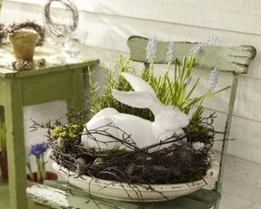Best Easter Front Porch Decor Ideas 32