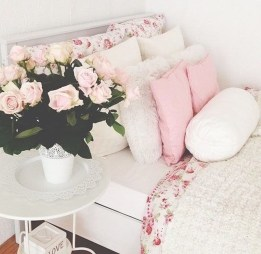 Perfect Spring Bedroom Decorating Ideas 01