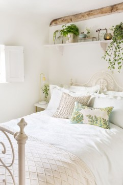 Perfect Spring Bedroom Decorating Ideas 08