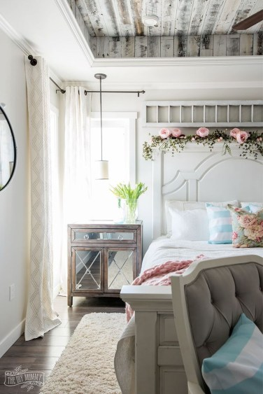 Perfect Spring Bedroom Decorating Ideas 34
