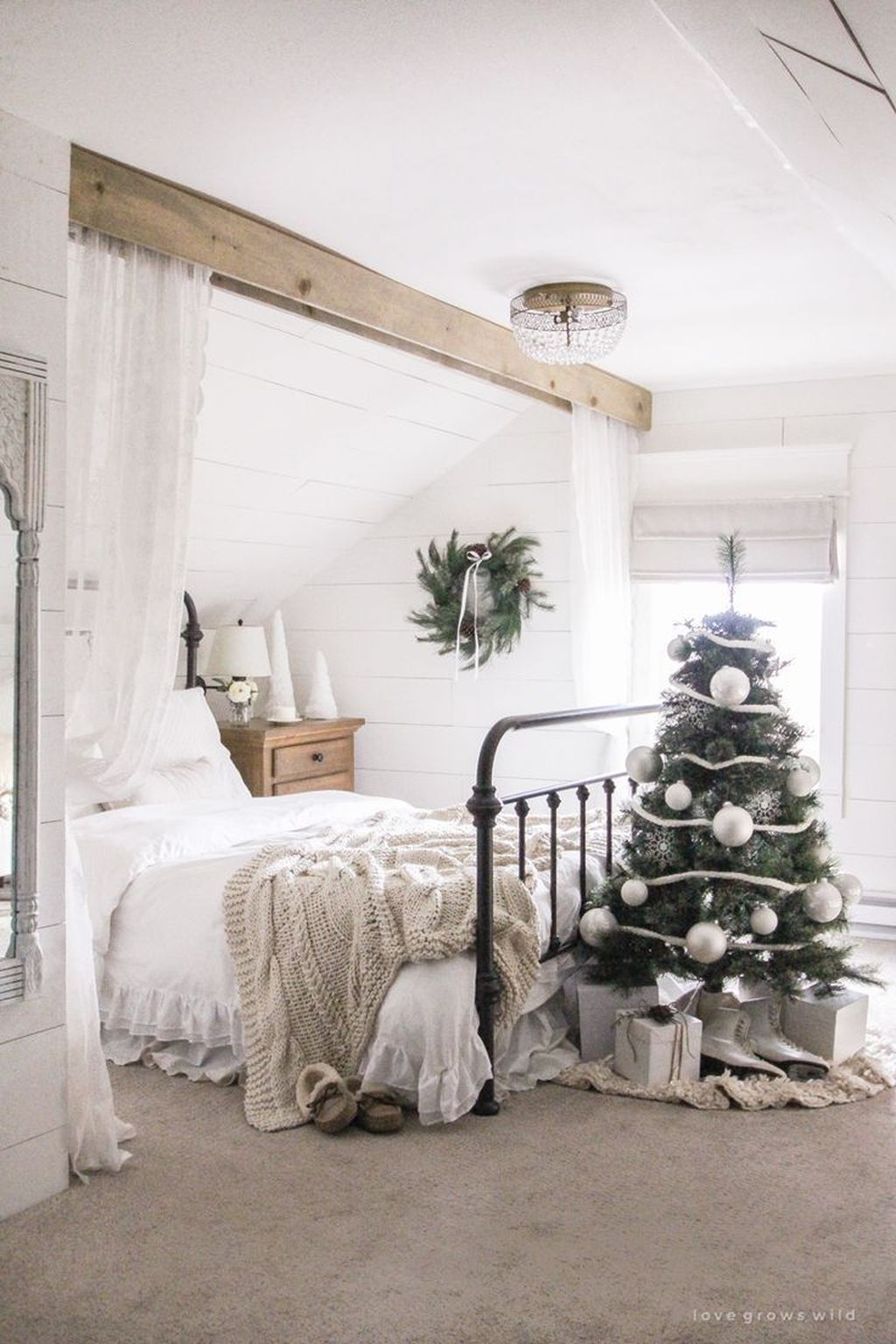Amazing Winter Bedding Ideas To Get A Cozy Bedroom 03