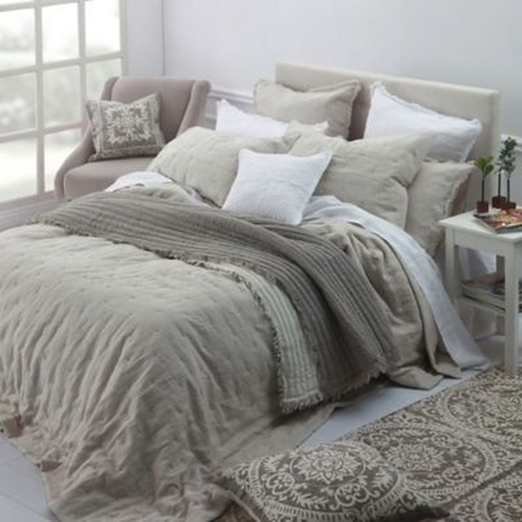 Amazing Winter Bedding Ideas To Get A Cozy Bedroom 12