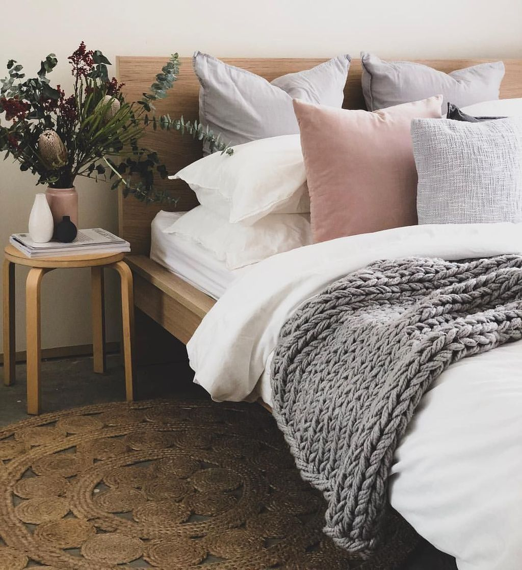 Amazing Winter Bedding Ideas To Get A Cozy Bedroom 24