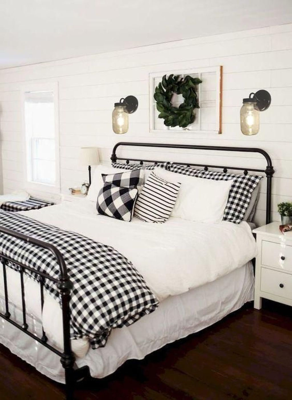 Amazing Winter Bedding Ideas To Get A Cozy Bedroom 37