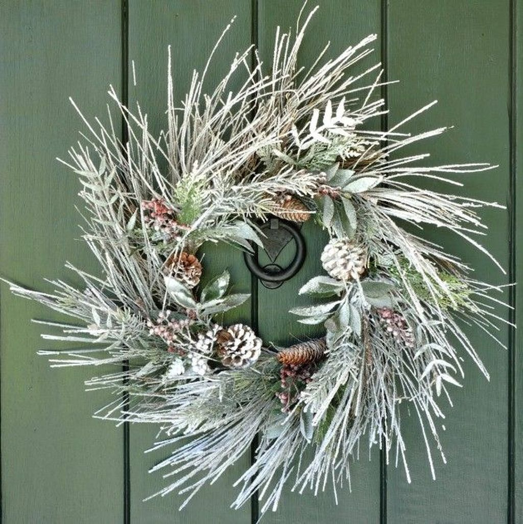Awesome Winter Door Wreaths You Can Try This Season 05