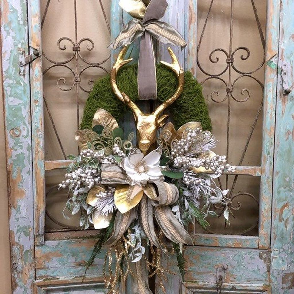 Awesome Winter Door Wreaths You Can Try This Season 12