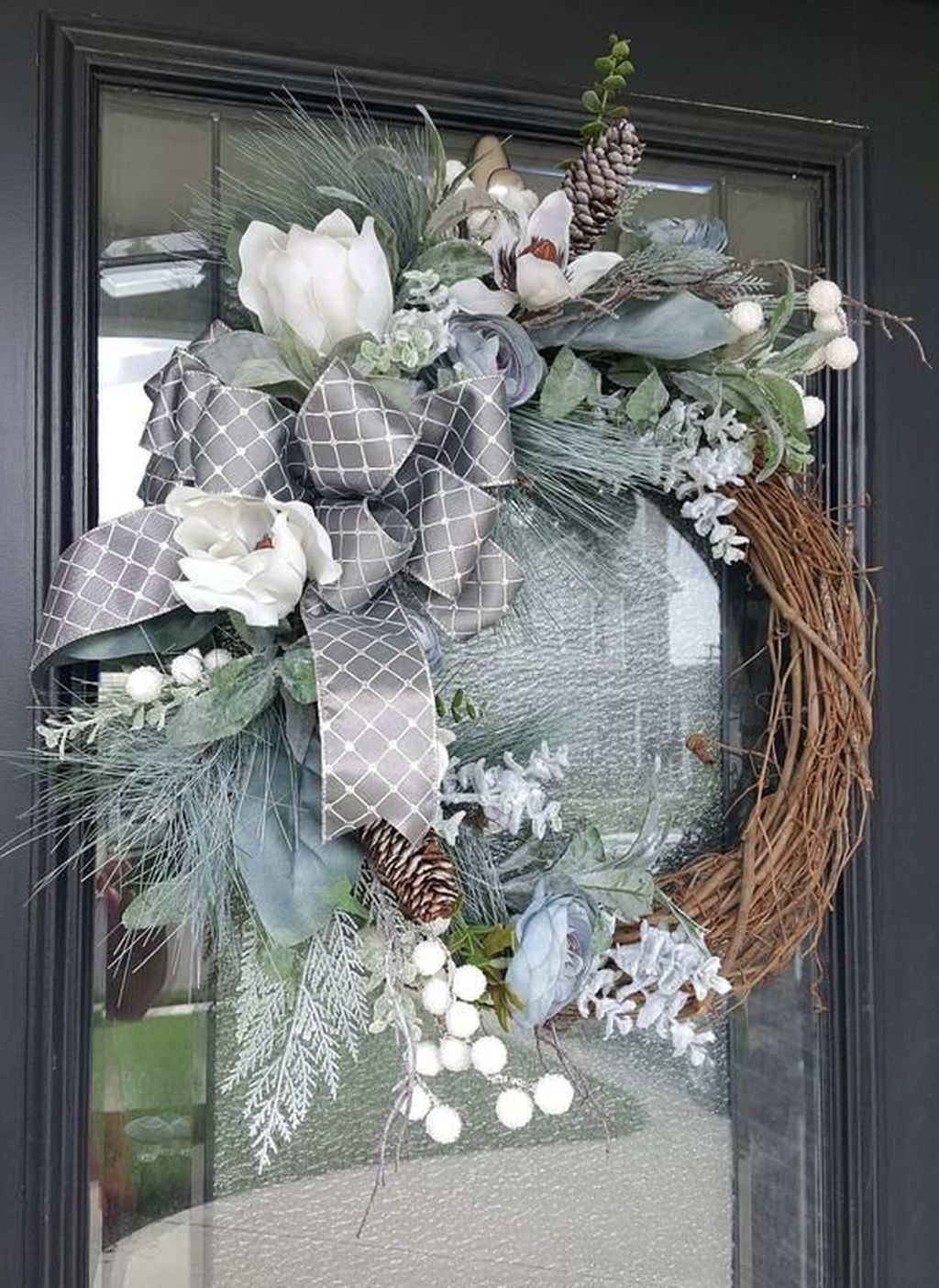 Awesome Winter Door Wreaths You Can Try This Season 18