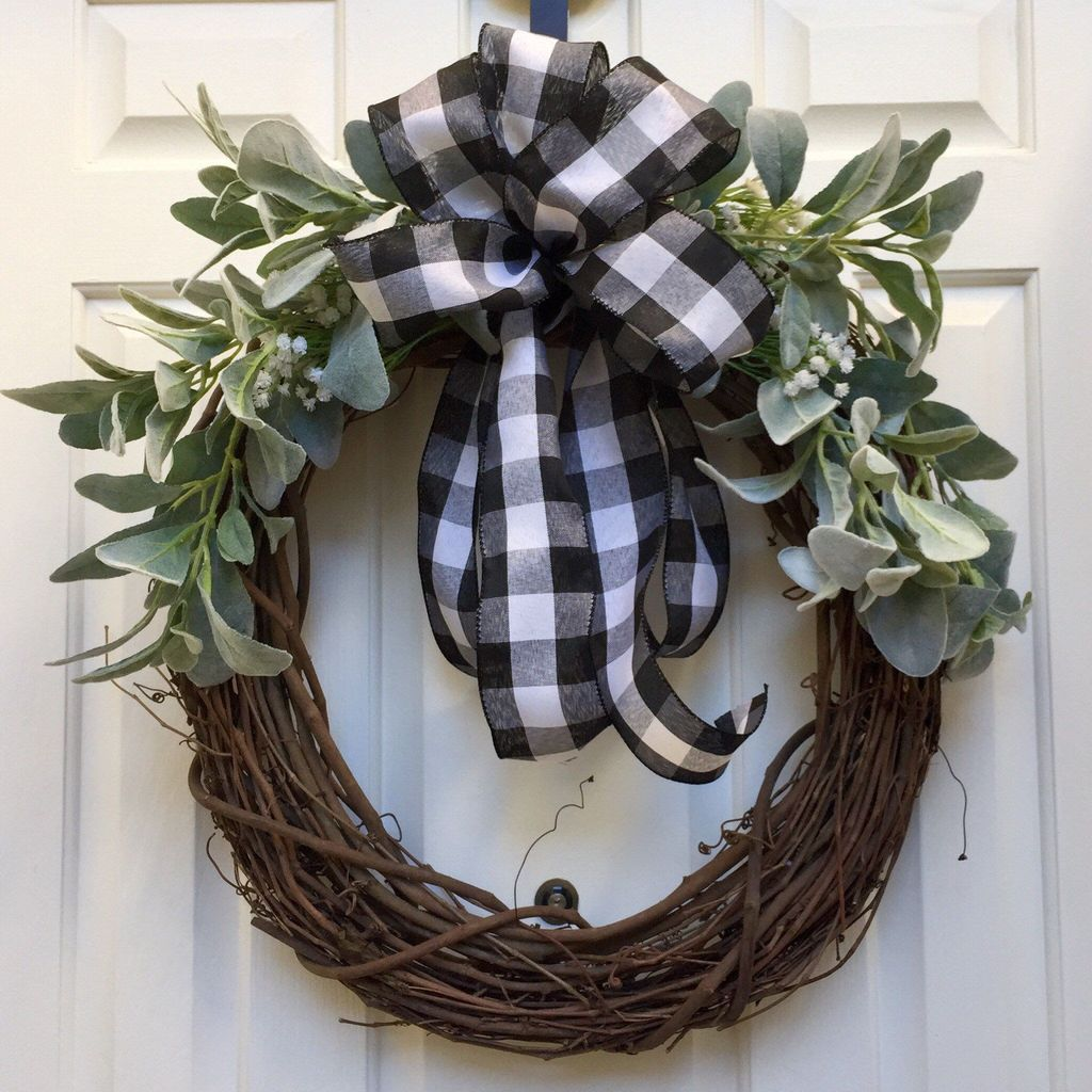 Awesome Winter Door Wreaths You Can Try This Season 21
