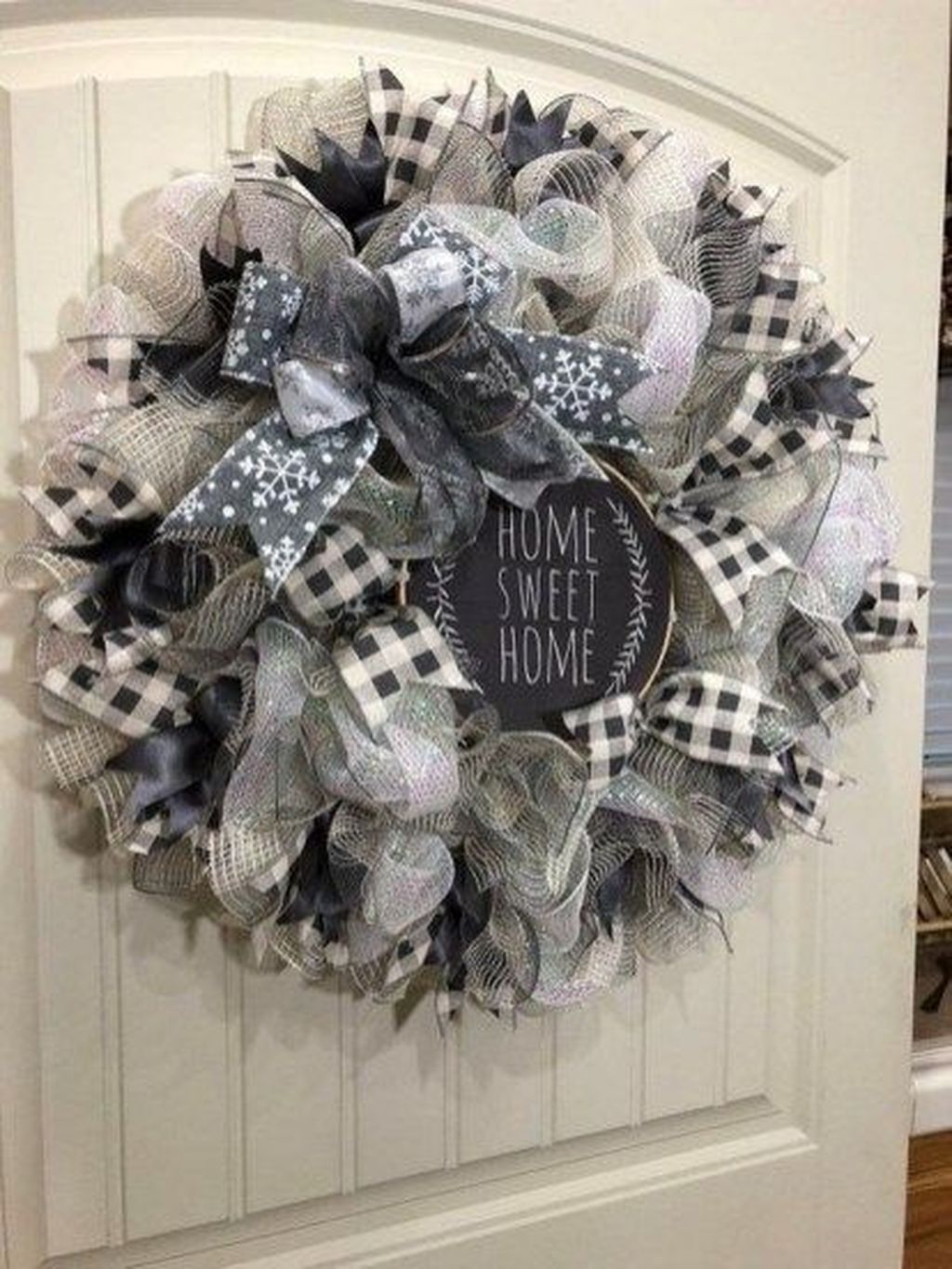 Awesome Winter Door Wreaths You Can Try This Season 26