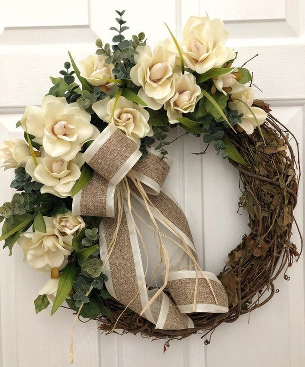 Awesome Winter Door Wreaths You Can Try This Season 32