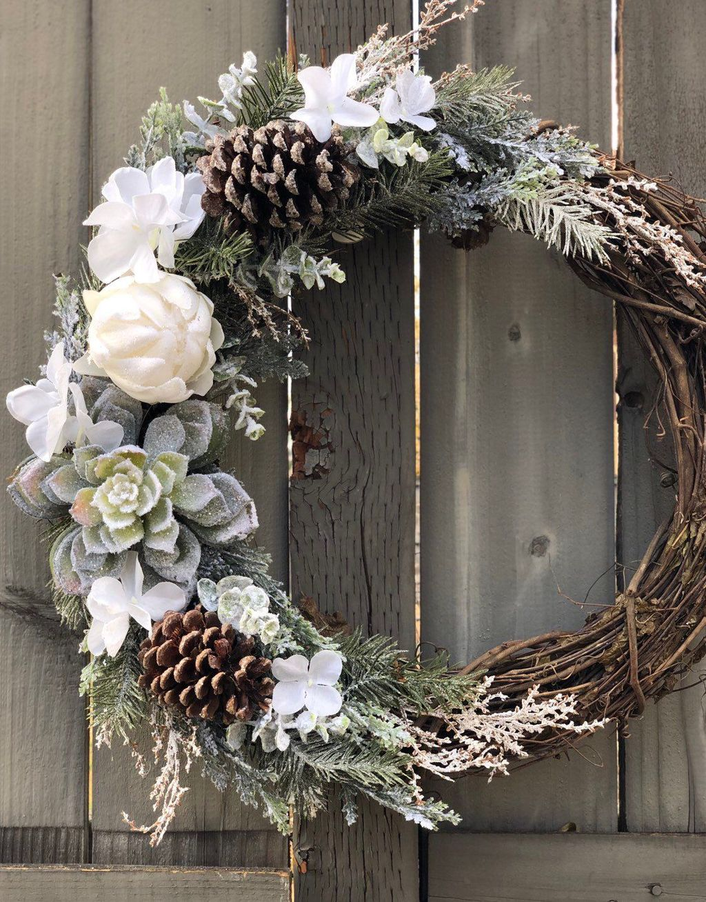 Awesome Winter Door Wreaths You Can Try This Season 39