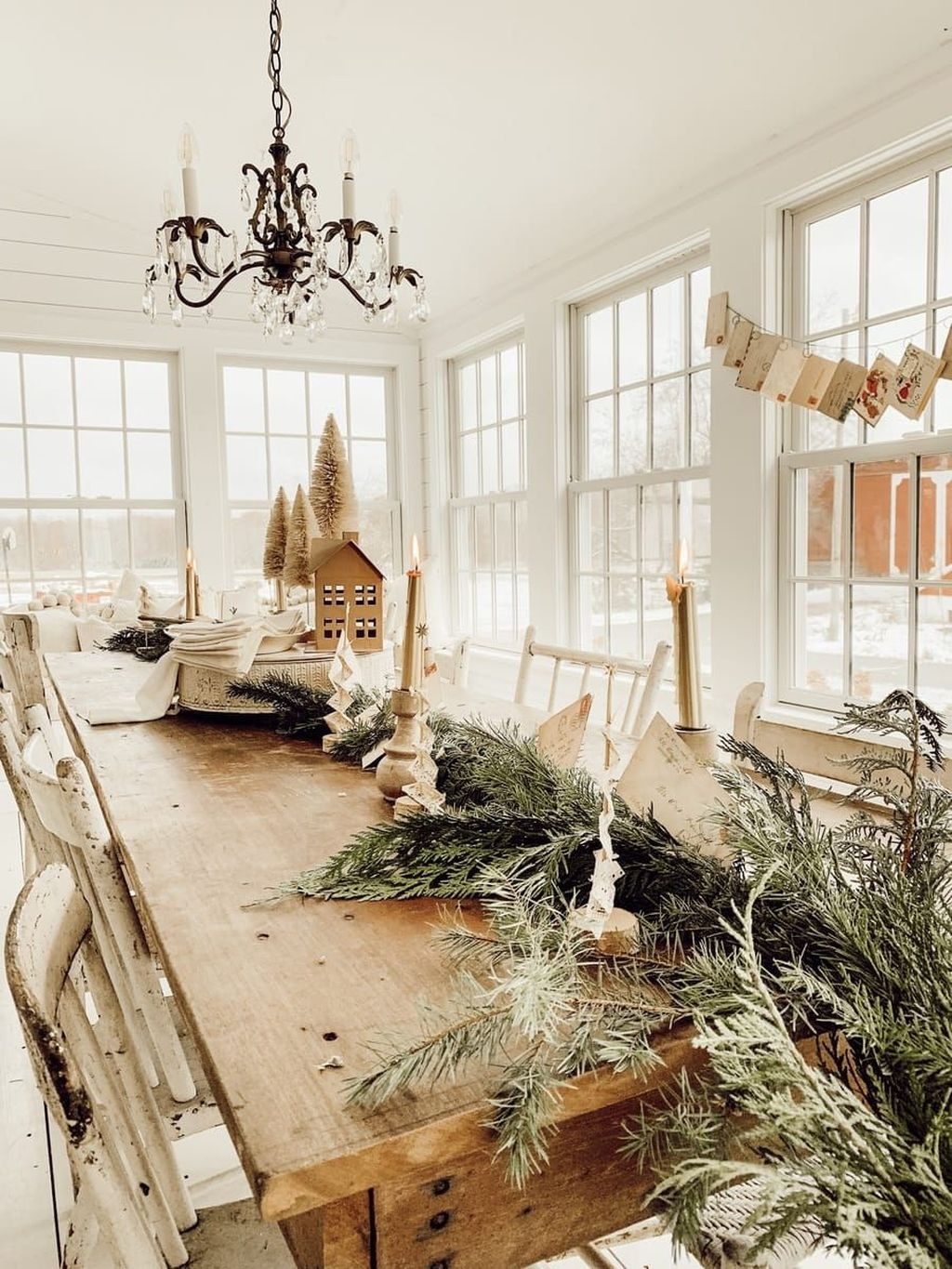 Beautiful Winter Dining Room Table Decor Ideas Which You Definitely Like 03