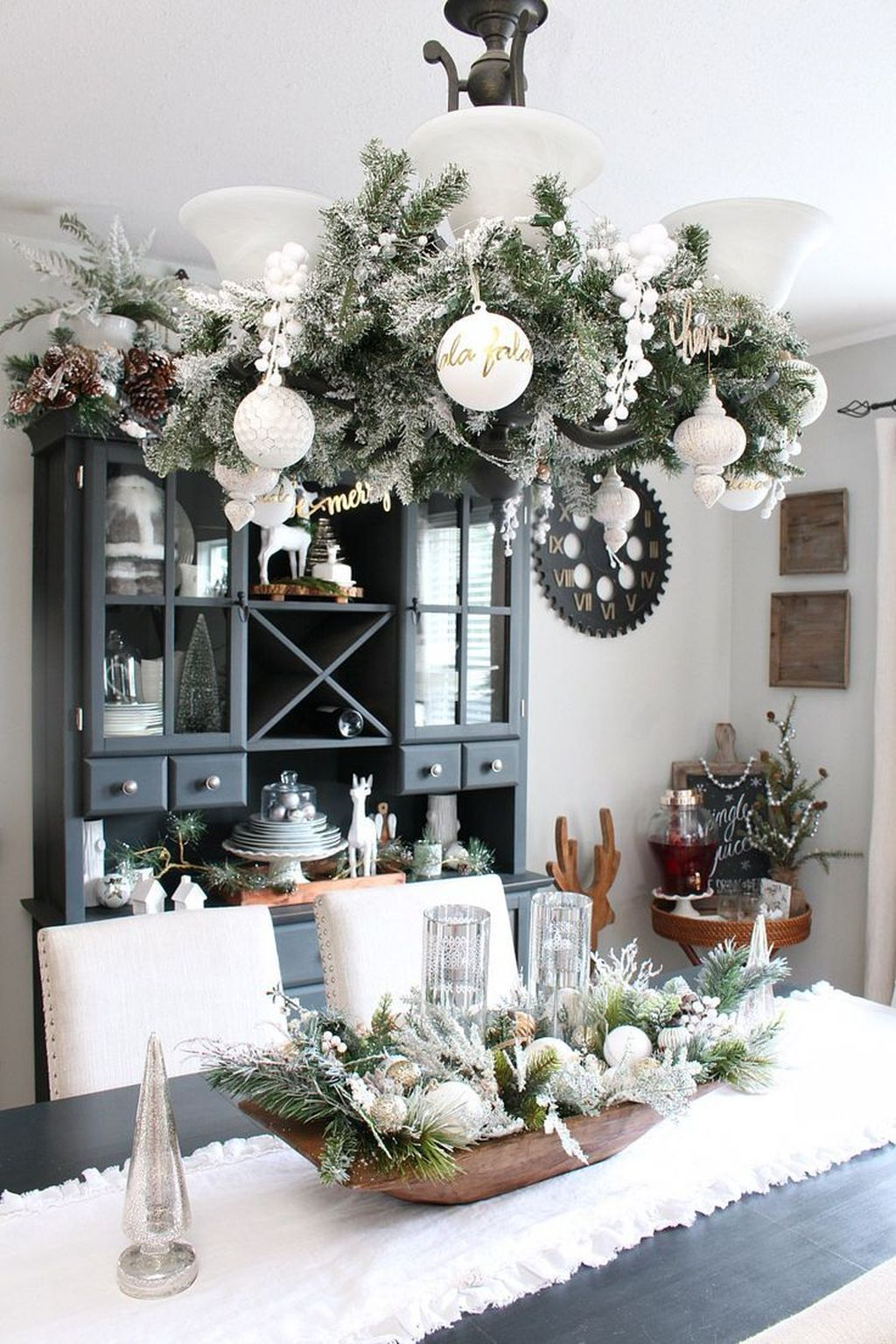 Beautiful Winter Dining Room Table Decor Ideas Which You Definitely Like 06