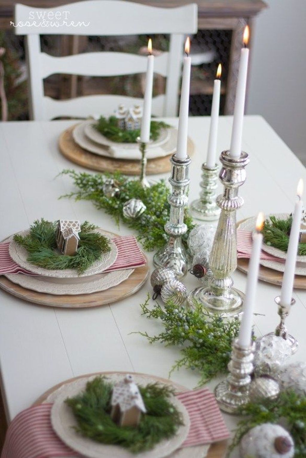 Beautiful Winter Dining Room Table Decor Ideas Which You Definitely Like 08