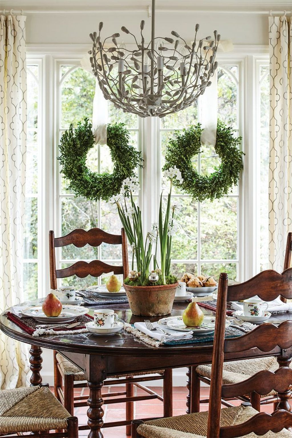 Beautiful Winter Dining Room Table Decor Ideas Which You Definitely Like 10
