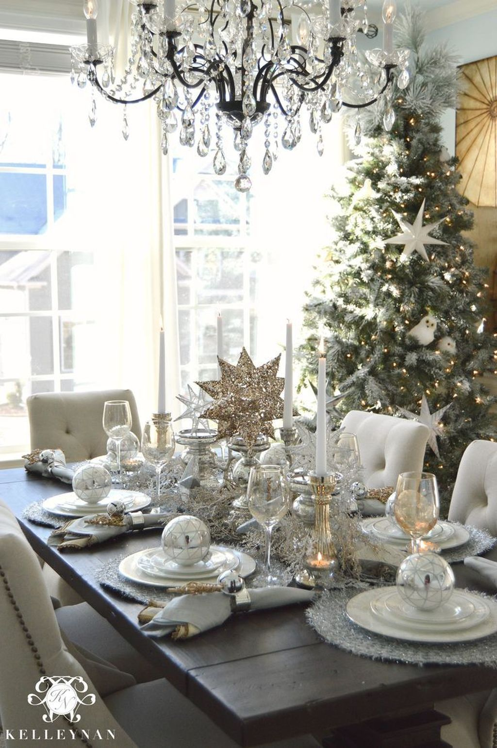 Beautiful Winter Dining Room Table Decor Ideas Which You Definitely Like 14