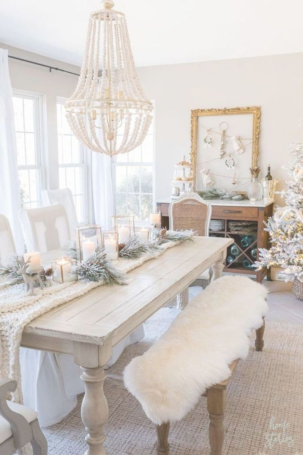 Beautiful Winter Dining Room Table Decor Ideas Which You Definitely Like 20