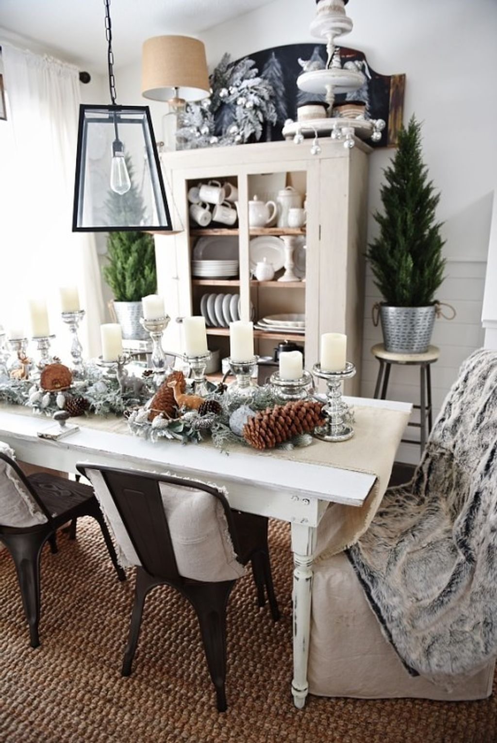Beautiful Winter Dining Room Table Decor Ideas Which You Definitely Like 31