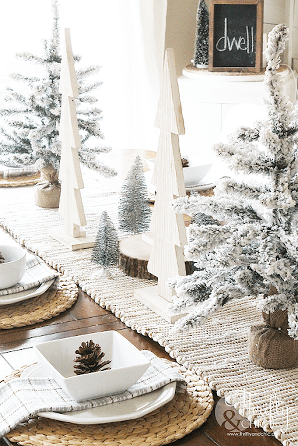 Beautiful Winter Dining Room Table Decor Ideas Which You Definitely Like 32