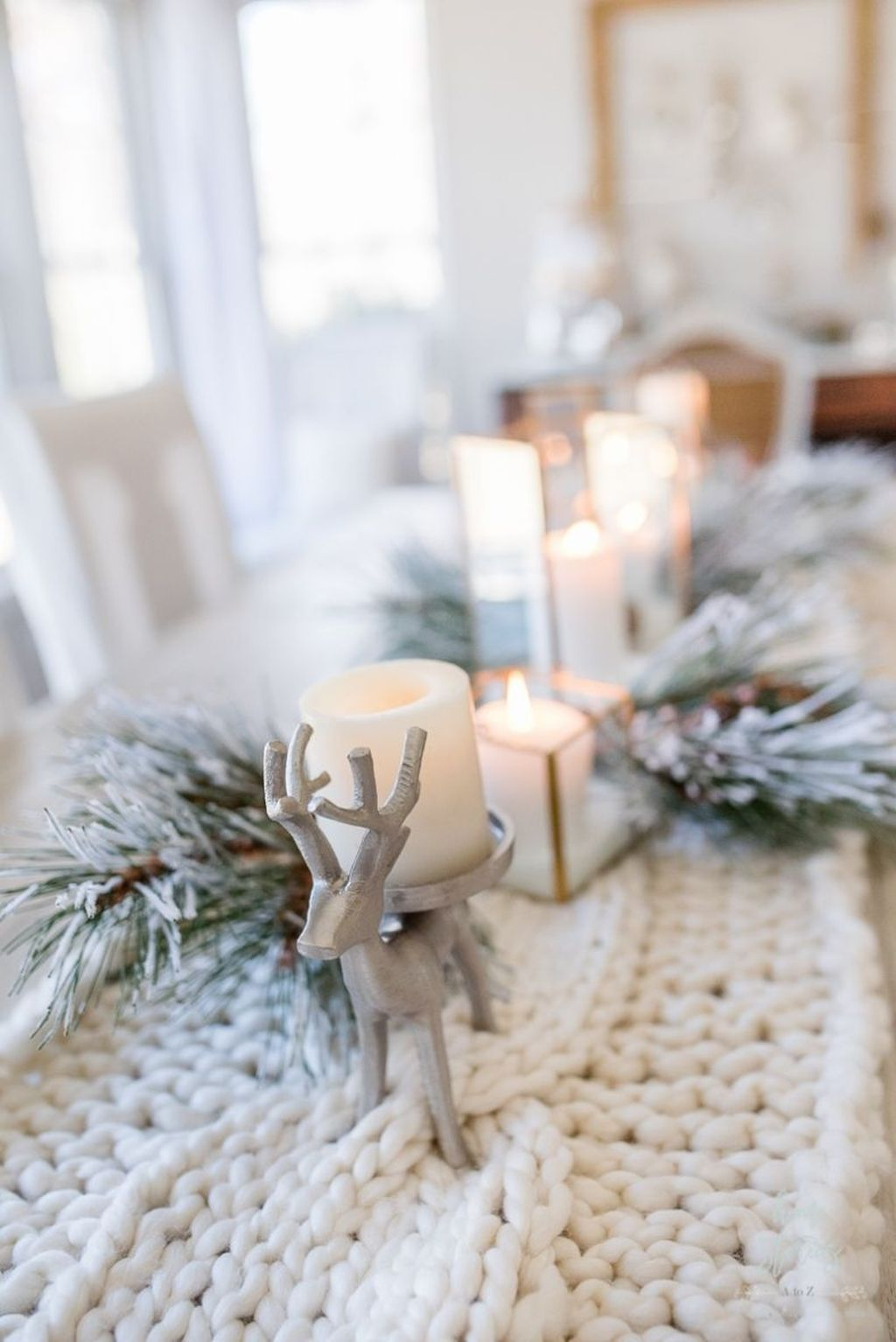 Beautiful Winter Dining Room Table Decor Ideas Which You Definitely Like 41
