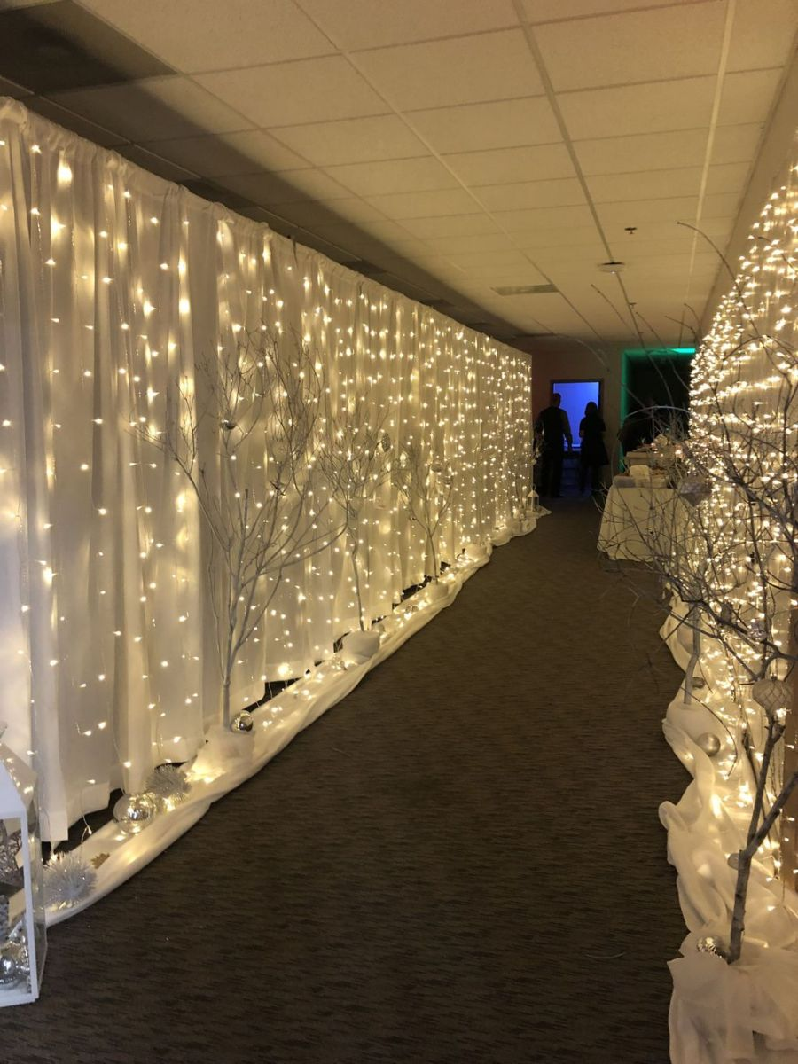 Beautiful Winter Wonderland Lighting Ideas For Outdoor And Indoor Decor 32