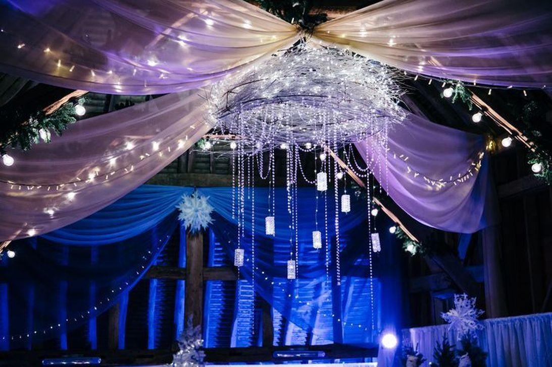 Beautiful Winter Wonderland Lighting Ideas For Outdoor And Indoor Decor 34