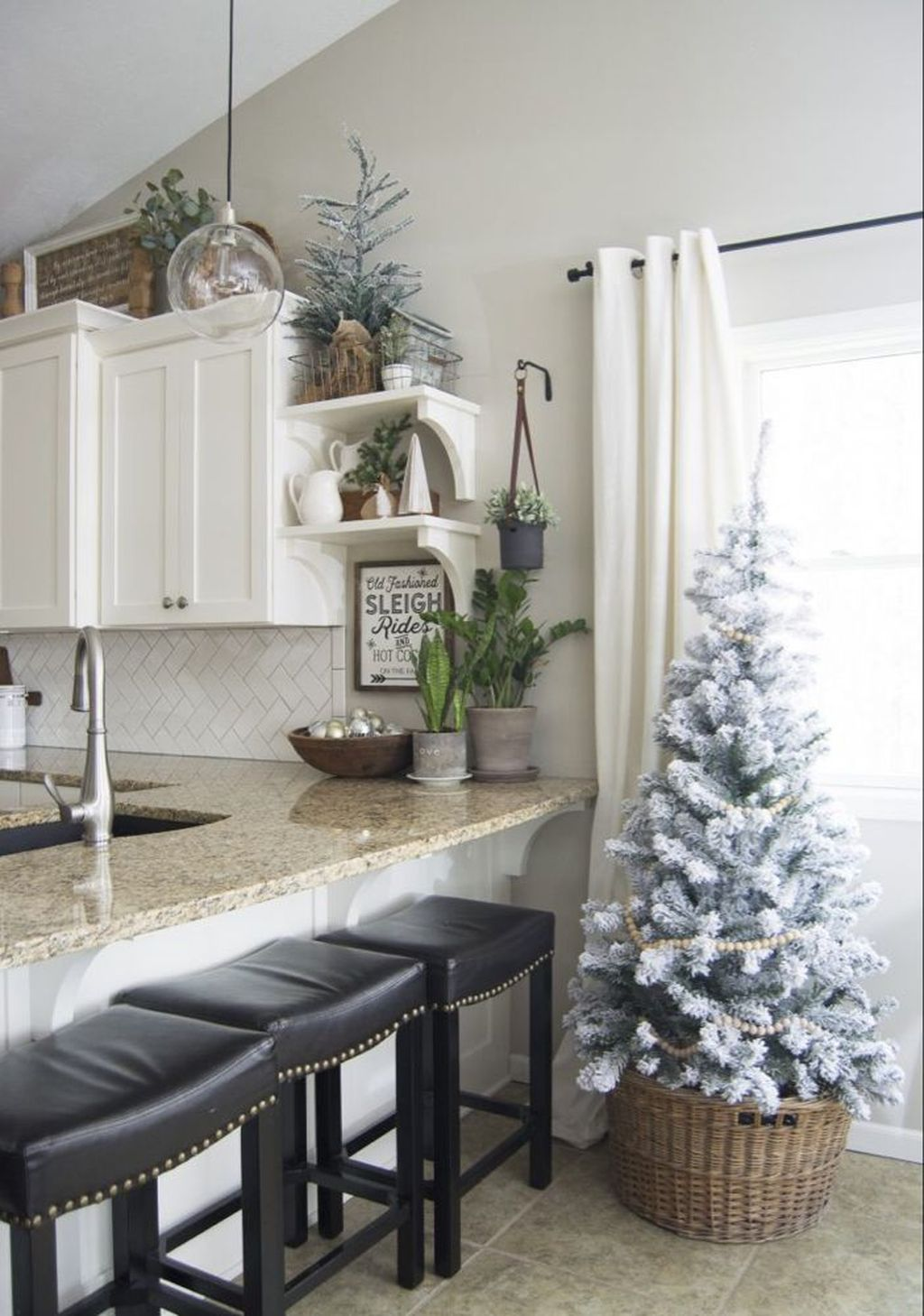 Inspiring Winter Kitchen Decor Ideas You Can Try 11