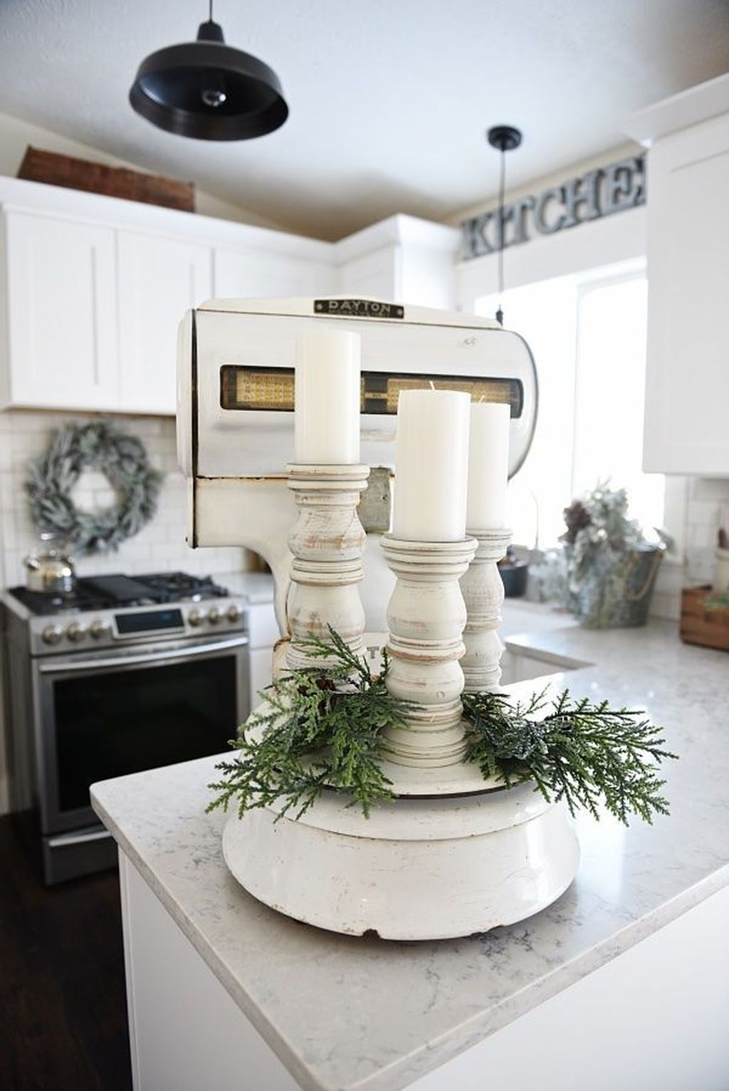 Inspiring Winter Kitchen Decor Ideas You Can Try 15