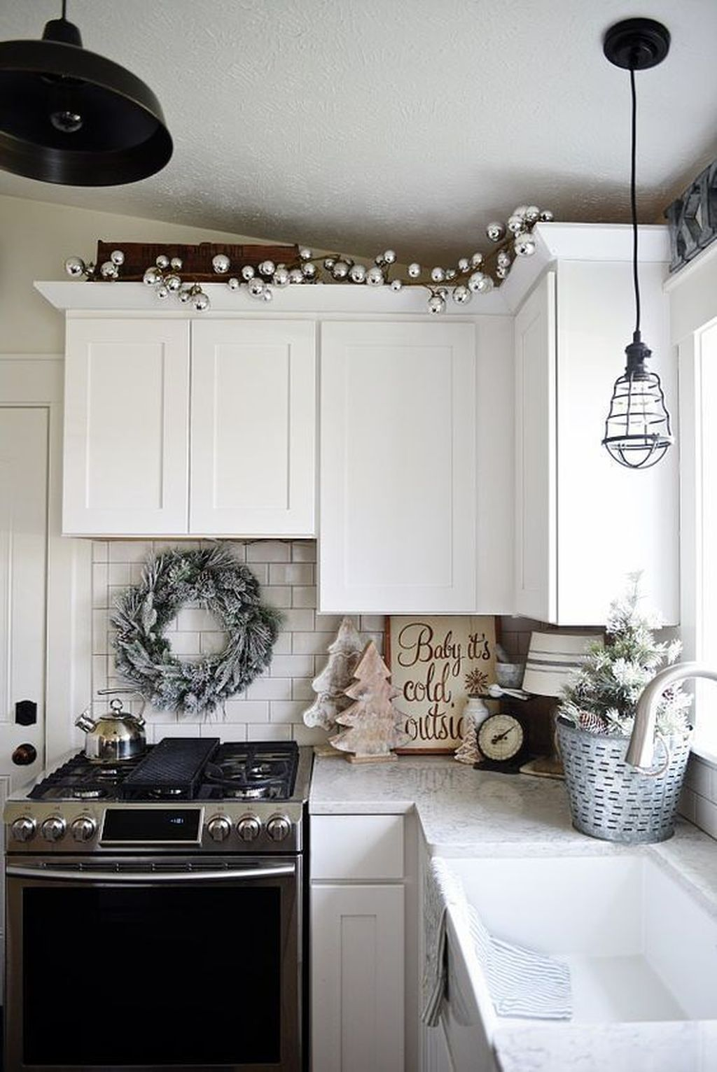 Inspiring Winter Kitchen Decor Ideas You Can Try 22
