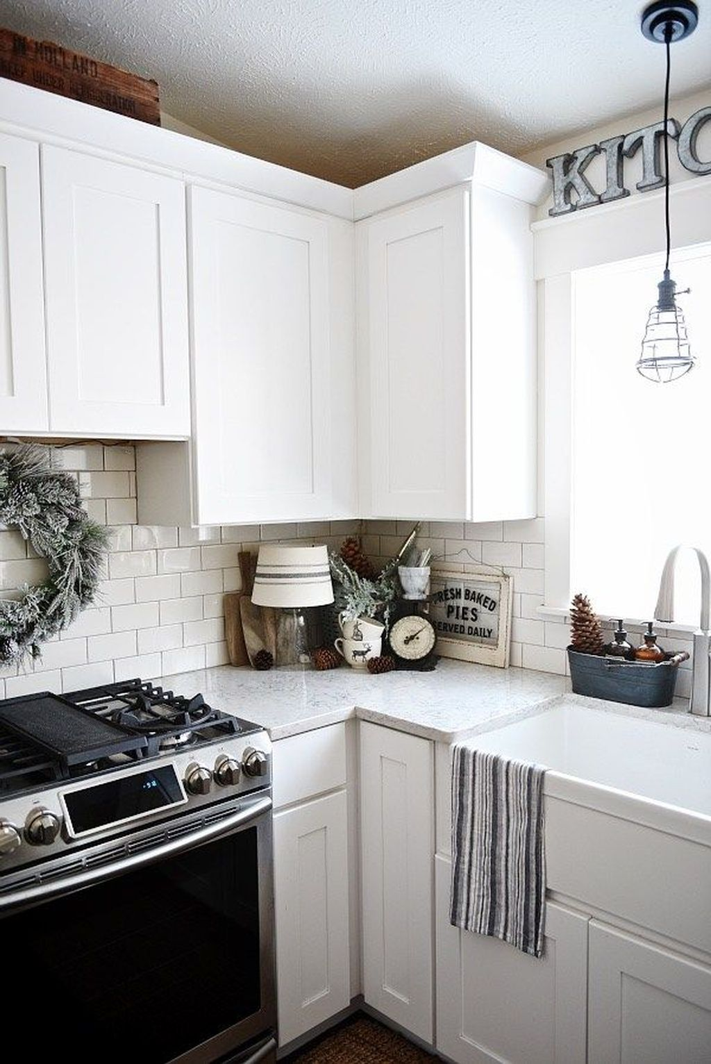 Inspiring Winter Kitchen Decor Ideas You Can Try 34